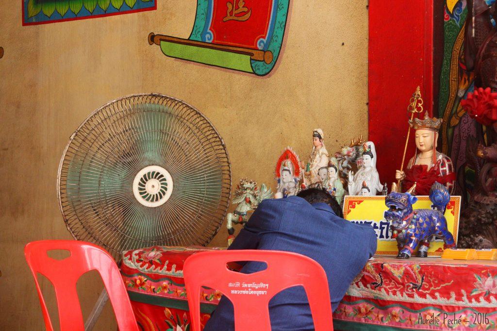 Gardien souffrant de la chaleur - Ayutthaya (Thaïlande)