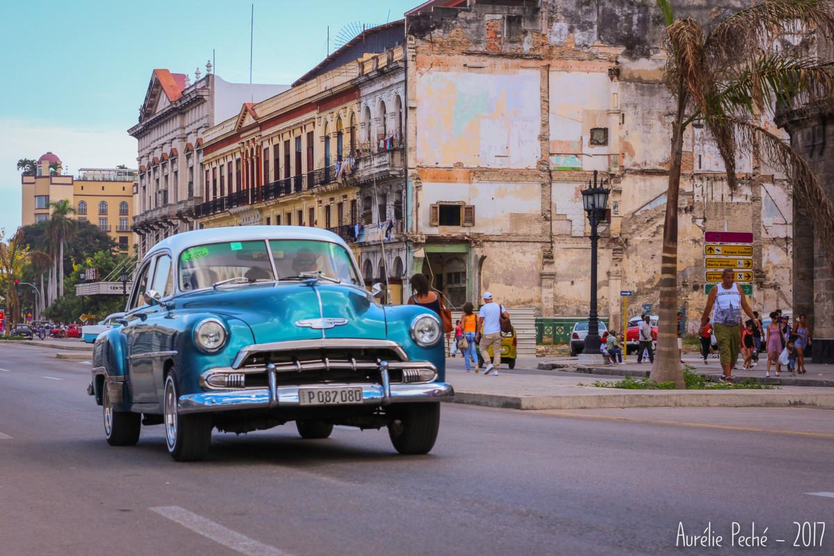 vielle américaine dans les rues de La Havane