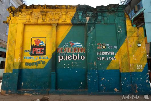 Peinture de propagande dans la Vielle Havane