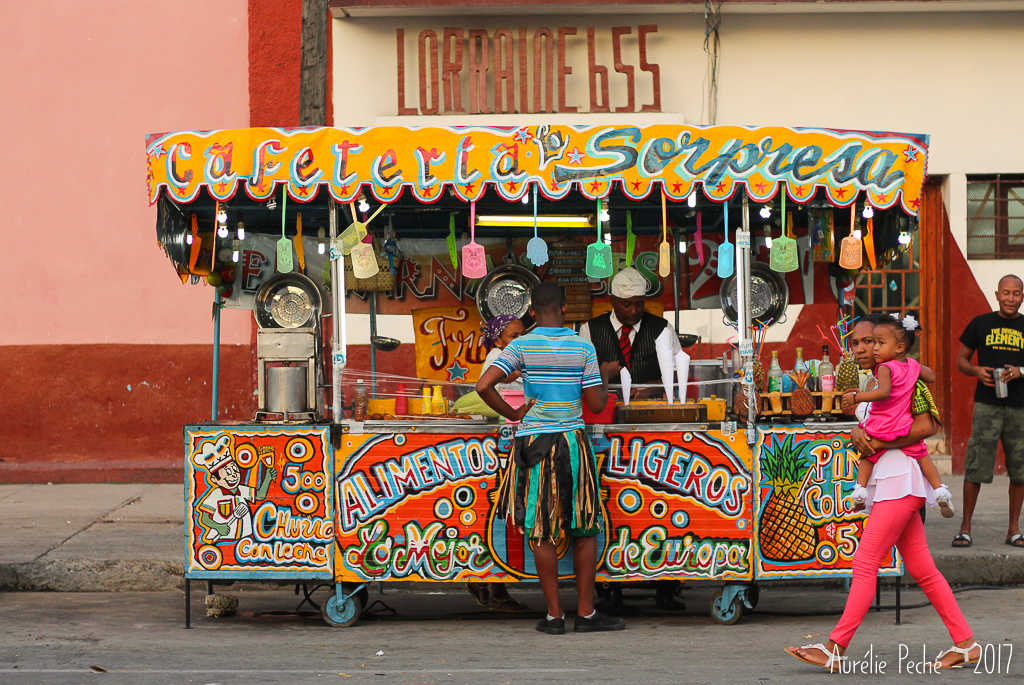 Street food dans les rues de Santiago pendant le carnaval