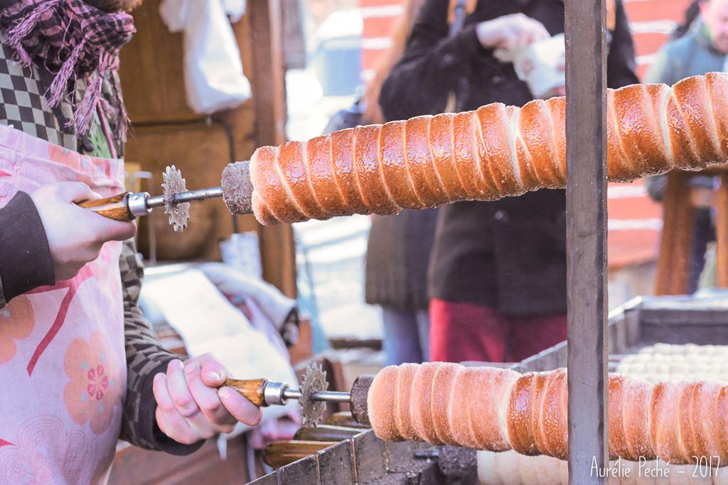 trdelniks sur un marché de noel