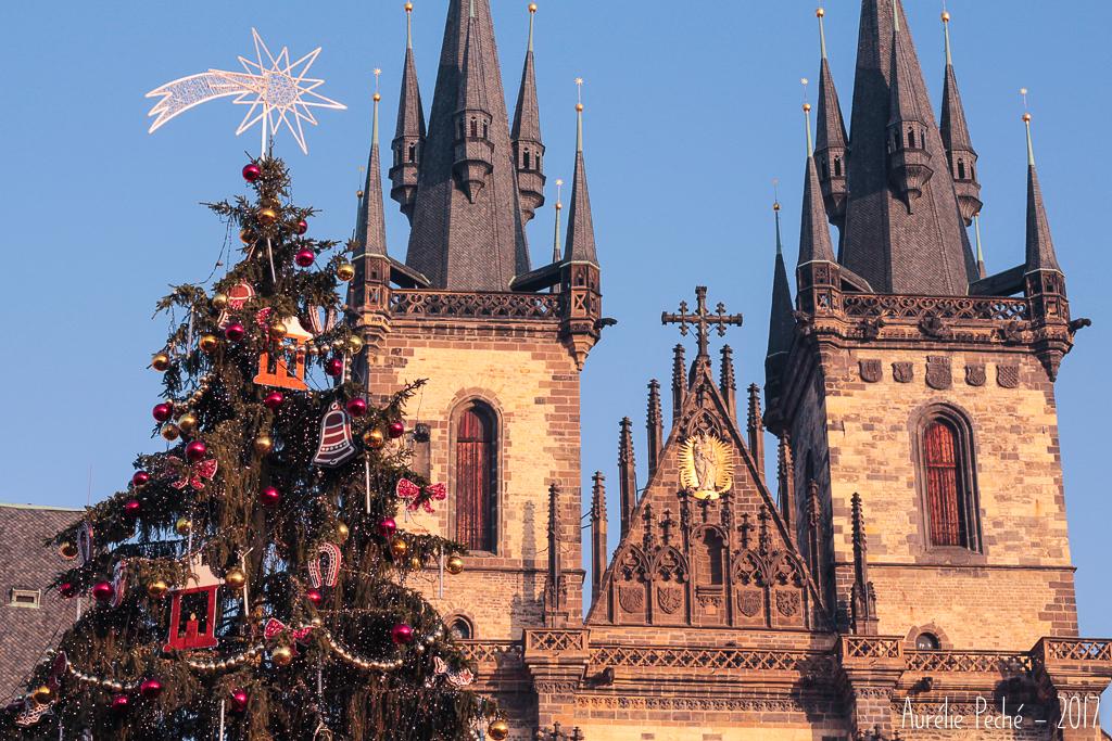 Sapin sur la place de la vielle ville de Prague