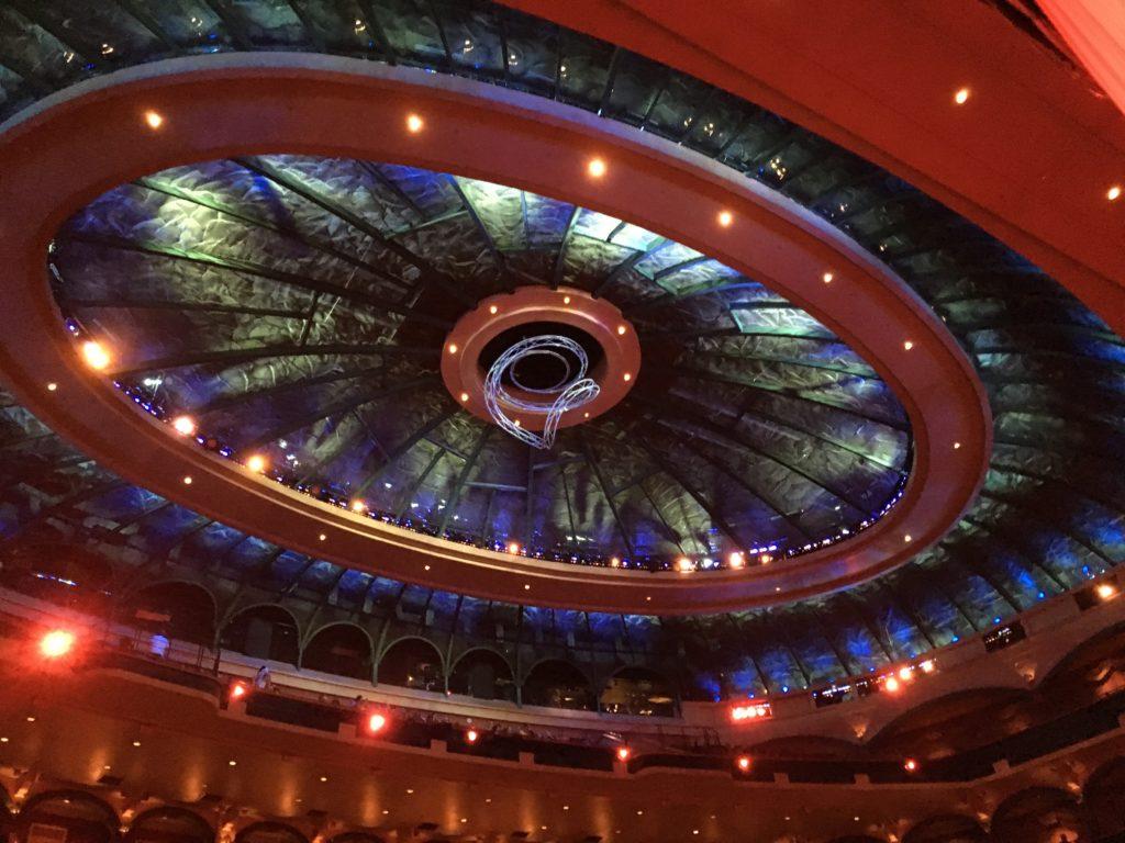 Le plafond de la salle d'Ô du Cirque du Soleil au Bellagio