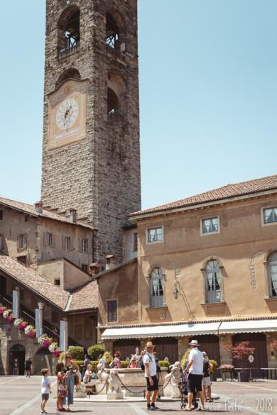 La piazza Vecchia et la tour Campanone