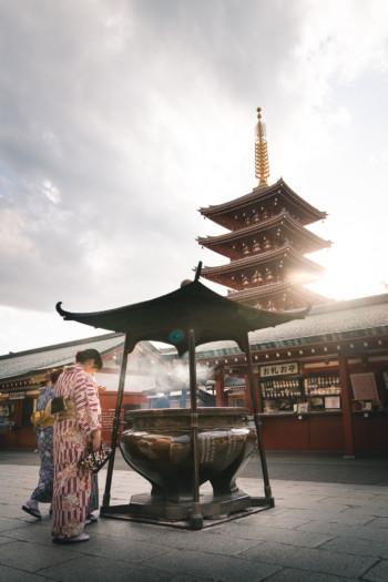 Deux japonaises à l'entrée du Sensō-ji (Tokyo)